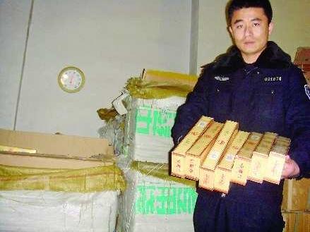 近600箱假烟流入城阳市场 3月2日上午,记者在城阳看守所见到了嫌疑人