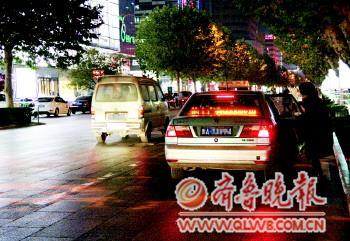 出租车后牌照灯多数 失明