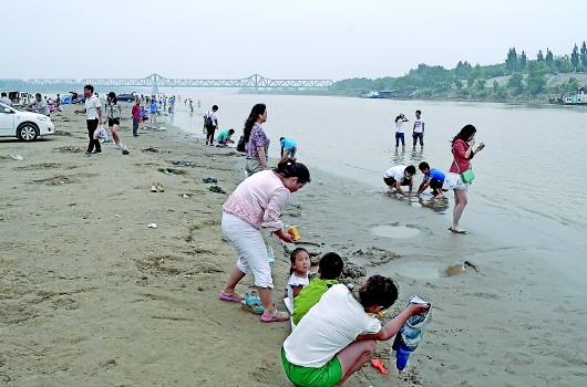 黄河河务局开发打造的百里黄河风景区等少数几处公园