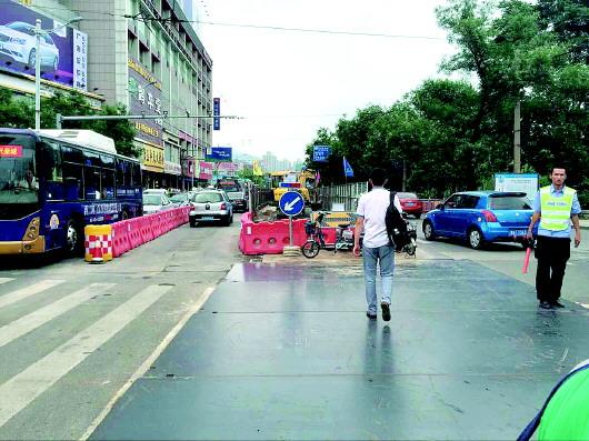 3日,济南趵突泉北路(大明湖西南门至黑虎泉西路)半封闭施工