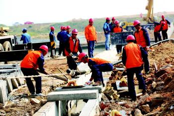 """""""9月上旬,灵山岛海底电缆又一次被外力损伤导致全岛停电二十多天,整条"""