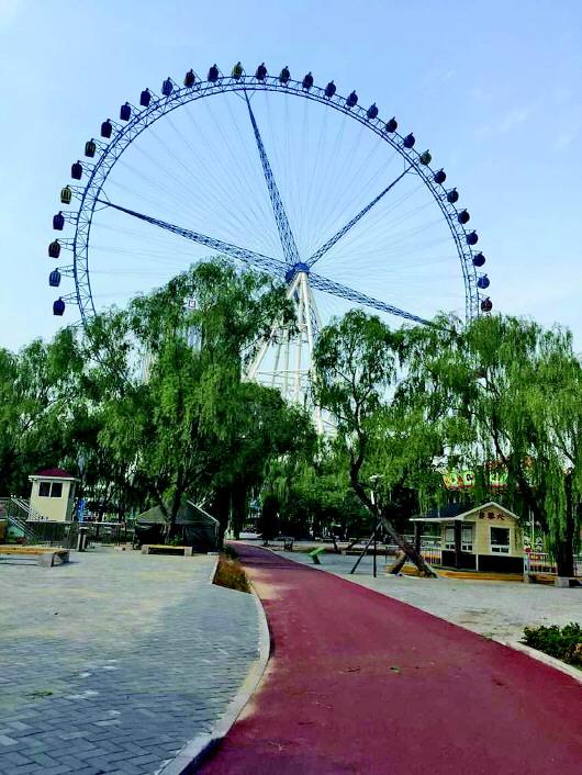 游乐场位于济南动物园内