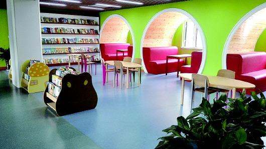 新开放的山东省少儿图书馆位于济南市英雄山路231
