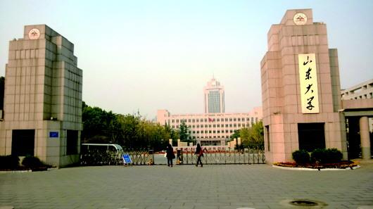 山东大学中心校区南门.(资料片)  本报记者 郭立伟 摄-山大将在章图片