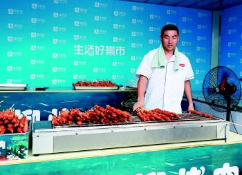 市民和游客一站便可以吃遍大江南北,国内海外,满足舌尖的